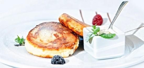 Сырники из творожной массы с изюмом и манкой: лучшие рецепты