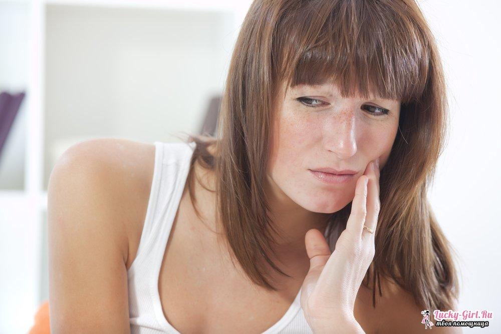 Воспалилась и болит десна, опухла щека - что делать, чем полоскать в домашних условиях?
