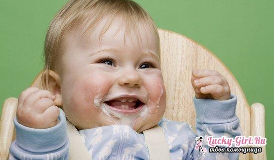 Почему после кормления ребенок срыгивает свернувшимся молоком или творожистой массой?
