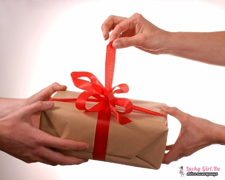 Шуточные подарки на юбилей женщине. Что подарить женщине на юбилей?