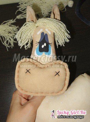 Как сделать лошадку своими руками? Делаем текстильную лошадку