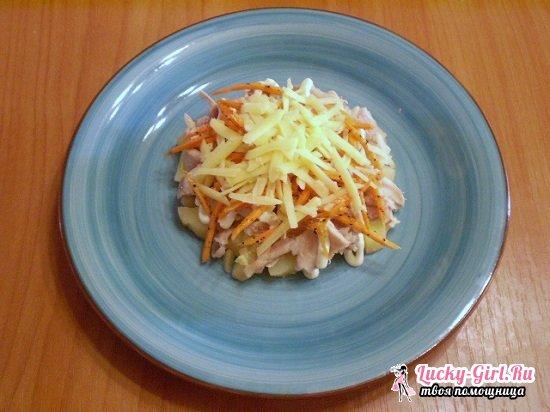 Салат с копченой курицей и корейской морковью, сухариками и фасолью: разнообразие вариантов