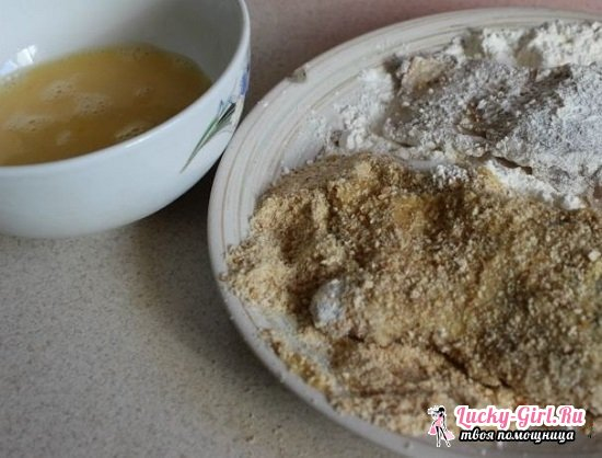 Судак, жаренный на сковороде с луком и сметаной: рецепты и полезные рекомендации