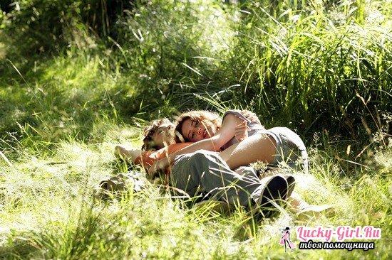 Как девочке влюбить в себя мальчика в школе, во дворе? Как влюбить мальчика, если он любит другую, как ведут себя влюбленные мальчишки?